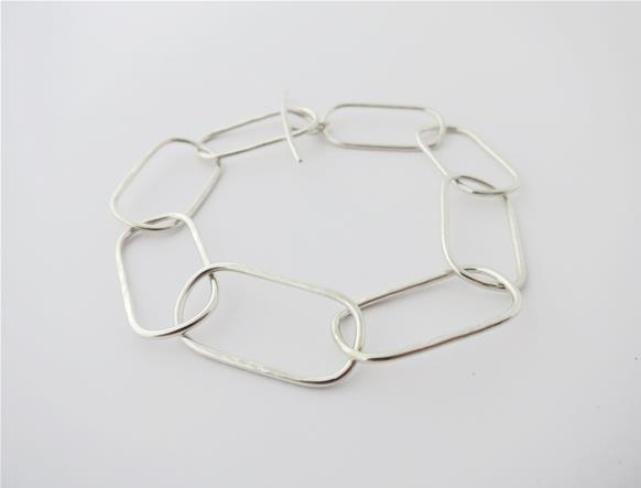 Hammered oval chain bracelet in sterling silver
