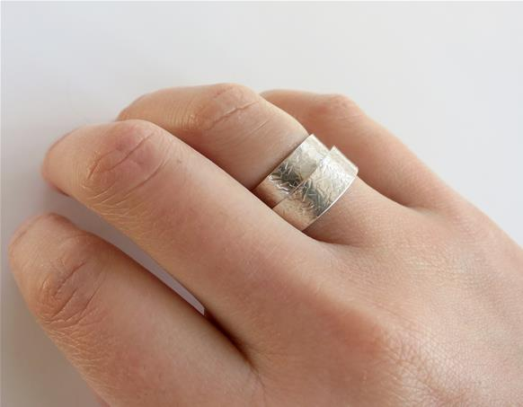 Narrow rolled up ring