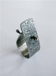 Textured stud ring