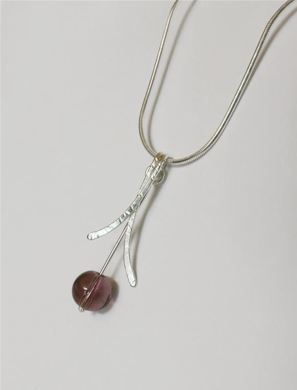 Crossed hammered wire pendant with stone